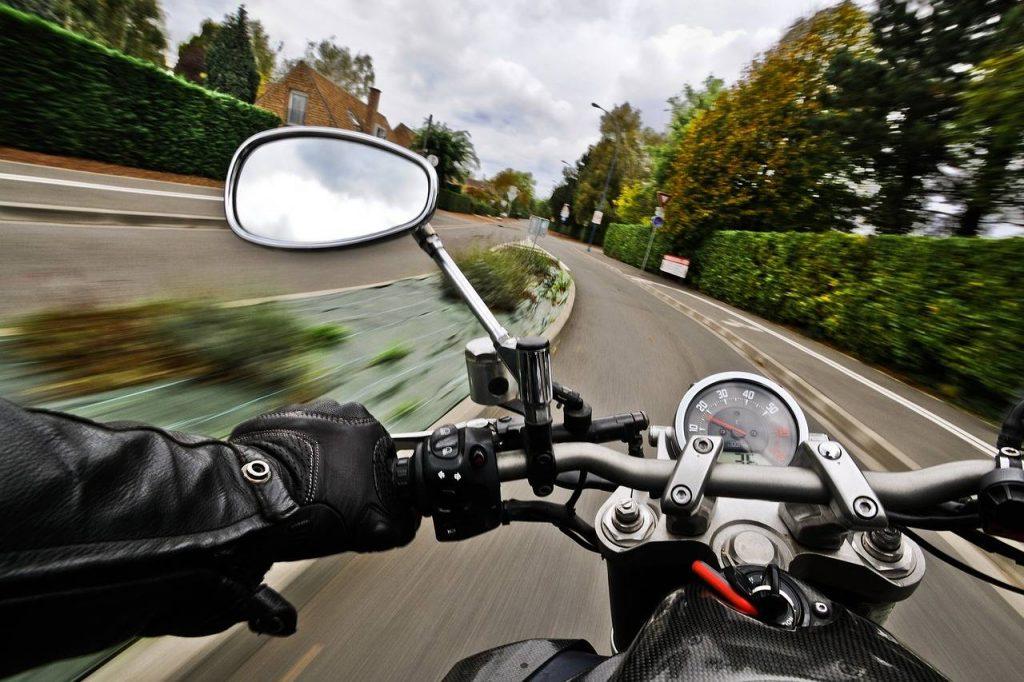 Riding_Motorbike